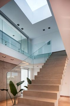 Alberto González + Asociados Love Your Home, Ideal Home, Future House, My House, Home Interior Design, Interior Decorating, Modern Stairs, Modern Architecture House, Home Renovation