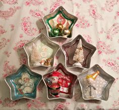 Small Vintage Cottage: Upcycled Jello Mold Christmas Decorations Source by Vintage Christmas Crafts, Christmas Ornament Crafts, Vintage Ornaments, Handmade Ornaments, Rustic Christmas, Christmas Fun, Christmas Wreaths, Glitter Ornaments, Beaded Ornaments
