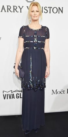 Sandra Lee stunned at the amfAR gala in a breathtaking hand-beaded navy Chanel creation that she styled with Kara Ross jewelry and a Bottega Veneta clutch.