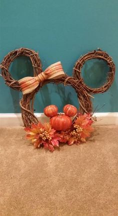 Mickey head fall wreath-I am so making this! Mickey head fall wreath-I am so making this! Diy Fall Wreath, Wreath Crafts, Fall Diy, Wreath Ideas, Disney Home Decor, Disney Diy, Disney Crafts, Fall Halloween, Halloween Crafts