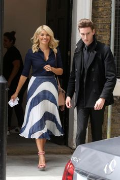 Holly Willoughby and Fearne Cotton support Unicef Holly Willoughby Outfits, Holly Willoughby Style, Blazer Fashion, Skirt Fashion, Fashion Outfits, Womens Fashion, Fashion Shoes, Fashion Fall, Formal Fashion