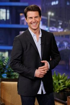 Are you finding Height, Weight, Wiki, Age, Family Biography etc of Tom Cruise? Hollywood Actor, Hollywood Celebrities, Hollywood Stars, Young Celebrities, Tom Cruise, Logan Lerman, Amanda Seyfried, Barbacoa, Toms