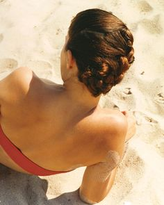 Find our best summer spa solutions, including salt scrubs and replenishing hair treatments, that you can do beachside or in the privacy of…