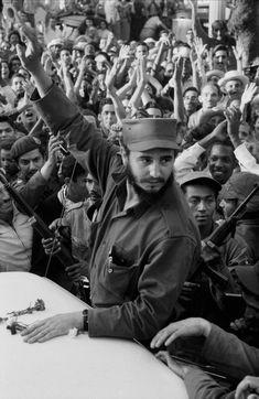 """Not a Bed of Roses"" - Burt Glinn's Photos of the Cuban Revolution (1959) - Flashbak Cuba Fidel Castro, Cuban Leader, Fly To Cuba, Cuban People, Viva Cuba, Ernesto Che Guevara, Equador, Good Cigars, World History"