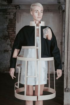 dramatic fashion // ICE by Charlotte Ham Conceptual Fashion - sculptural deconstructed jacket exploring negative space; dramatic fashion // ICE by Charlotte Ham Foto Fashion, 3d Fashion, Weird Fashion, Fashion Details, Fashion Trends, Space Fashion, Runway Fashion, Fashion Clothes, Fashion Dresses