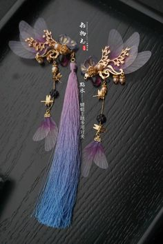 Crazy statement earrings, anyone? Love the idea, seems like it might lead to eventual regret though XD Cute Jewelry, Hair Jewelry, Jewelry Accessories, Jewelry Design, Estilo Tomboy, Magical Jewelry, Ancient Jewelry, Fantasy Jewelry, Hair Ornaments