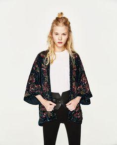 Consejos para lucir un kimono correctamente. Este kimono es de Zara: http://www.charadaimagenpersonal.es/kimonos-lucir-esta-tendencia-primavera-sigue-pegando-fuerte/