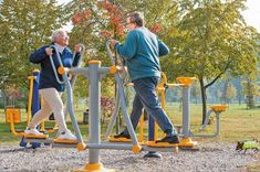 Playgrounds specifically for the elderly help boost activity and decrease loneliness. It may also help ease symptoms from health issues. Outdoor Gym, Outdoor Playground, Outdoor Workouts, Photo Glamour, Elderly Activities, Dementia Activities, Craft Activities, Harvard Health, Sport Park