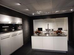 De ALNO Star Highline. Greeploos design van alle gemakken voorzien! Pitt-cooking, stoomoven, combimagnetron, koffiezetapparaat, TV