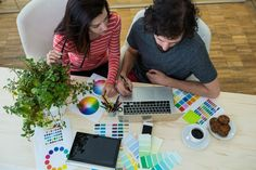 Male and female graphic designers using laptop Free Photo