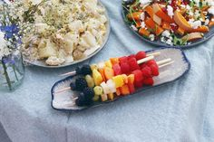 Awesome food and decorations for the perfect picnic! Rainbow Fruit Skewers, Fruit Kebabs, Kabob, Picnic Essentials, Summer Picnic, Summer Food, Summer Recipes, I Foods, Pasta Salad