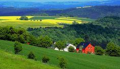 Das rote Haus macht sich doch ganz gut im Grünen? :-) Saarland, Germany
