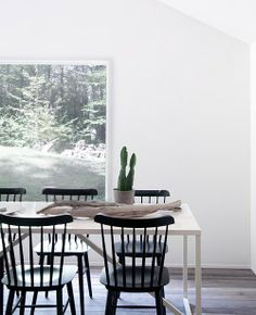 Catskill country house, Windsor chairs with modern table