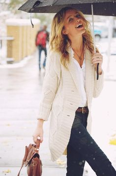 women, style, outfit, clothing, fashion,, brown, white, handbag, sweater, jeans, blue, umbrella, summer, spring