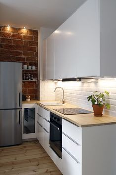 Contemporary style kitchen designs are among the methods to go. You do not require a complicated kitchen so it will be stick out, just some unique designs that can make your kitchen area the envy of the neighbors. Kitchen Room Design, Ikea Kitchen, Home Decor Kitchen, Kitchen Interior, Kitchen Dining, Kitchen Cabinets, Kitchen Ideas, Beige Kitchen, Studio Kitchen