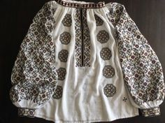 Handmade by Caro Birzaianu Folk Embroidery, Embroidery Stitches, Embroidery Patterns, Ethnic Outfits, Ethnic Clothes, Folk Costume, Costumes, Embroidered Clothes, Antique Quilts