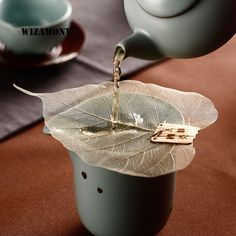 Bodhi Leaf Creative Tea Filter - Care - Skin care , beauty ideas and skin care tips Chinese Tea Set, Chinese Tea Room, Bodhi Leaf, Best Tea, Tea Time, Coffee Shop, Tea Pots, Mugs, Creative