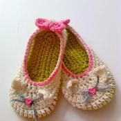 Kitty Cat Slippers for toddlers - via @Craftsy