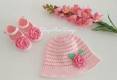 Tığ İşi Bebek Şapkası ve Patiği