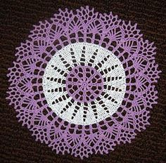 Two-tone Doily by American Thread Company - 9 inches
