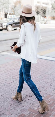 Take a look at 14 stylish ways to wear ankle boots in casual spring outfits in the photos below and get ideas for your own amazing outfits! So cute these fall outfit ideas that anyone can wear teen girls or… Continue Reading → Casual Chic, Casual Fall, Comfy Casual, Mode Outfits, Casual Outfits, Fashion Outfits, Fashion Trends, Fashion Shoes, Casual Wear