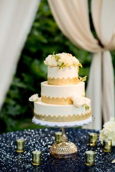 Gorgeous cake: http://www.stylemepretty.com/little-black-book-blog/2015/02/16/rustic-napa-valley-summer-wedding/ | Photography: Julie Kay Kelly - http://www.juliekaykelly.com/