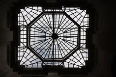 Cadeia e Tribunal da Relação do Porto, actualmente CENTRO PORTUGUÊS DE FOTOGRAFIA - Clarabóia vista do interior do edifício. Lg. AMOR DE PERDIÇÃO - (Cordoaria/Clérigos) – Porto – Portugal !