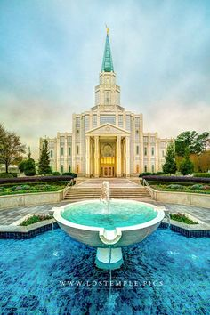 The Houston Texas Temple and the incredibly blue waters of the fountain in the foreground.