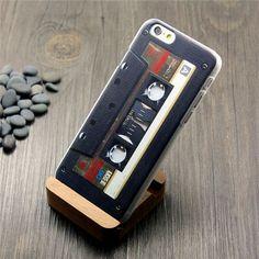 Funda para Iphone con un diseño de cassette en color negro