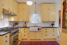 Pale yellow kitchen walls with white cabinets pale yellow kitchen light inspiring home decorating ideas for Yellow Kitchen Walls, Update Kitchen Cabinets, Kitchen Remodel Small, Kitchen Design, Kitchen Tops Granite, Kitchen Countertops, Kitchen, Retro Kitchen, Kitchen Cabinets