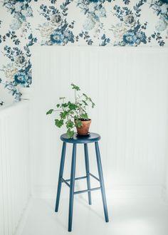 Seraphina i hallen Decorating Blogs, Interior, Wallpaper, Country Cottage, Wall, Home Decor, Bathroom Installation, Inspiration, Interior Design
