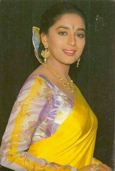 Indian actor Madhuri Dixit in Saree Madhuri Dixit Saree, Sonakshi Sinha Saree, Beautiful Girl Indian, Most Beautiful Indian Actress, Beautiful Saree, Beautiful Bollywood Actress, Beautiful Actresses, Saree Photoshoot, Vintage Bollywood
