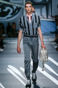 See the complete Prada Spring 2018 Menswear collection.