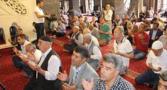 DİYARBAKIR - ABD destekli 15 Temmuz darbe girişiminde şehit olanlar için Diyarbakır Tarihi Ulu Camiinde mevlit okundu, dualar edildi ve va...