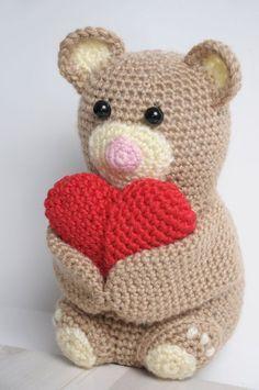 Crochet teddy bear holding a heart - FREE amigurumi pattern