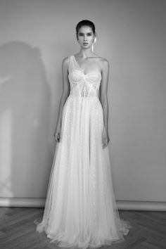 Holly Willoughby Outfits, Holly Willoughby Style, Wedding Dresses With Straps, One Shoulder Wedding Dress, Bali Wedding, Rustic Wedding, Whimsical Fashion, Bridal Style, Bridal Gowns