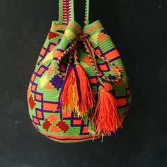 Cartago Wayuu Mochila Bag diversostudio.com #wayuu #mochila #wayuumochila #ethnic #fairtrade #one-of-a-kind #crochet #colombia