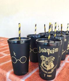 Hery Potter, Harry Potter Items, Harry Potter Film, Harry Potter Party Decorations, Quince Decorations, Gateau Harry Potter, Harry Potter Birthday, Tumbler Designs, Party Items
