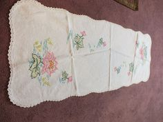 Handmade Embroidered Dresser Scarf Table Linen White Crochet Trim Floral 38 x 15