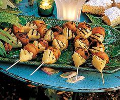 Ananas-Aprikosen-Spiessli: Heisse Früchtchen vom #Grill - die Überraschung für die nächste Sommerparty! #Rezept #Ananas #Aprikosen #Dessert