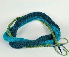 Необычный вязаный шарфик или как использовать остатки пряжи