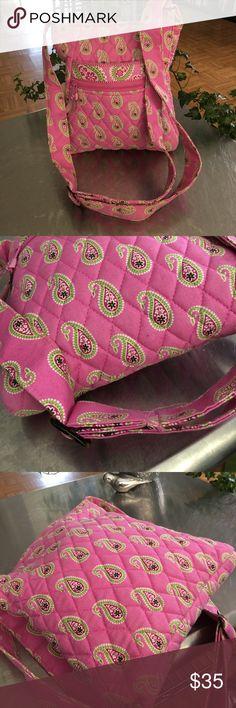 VERA BRADLEY ADJUSTABLE  CROSS BODY EUC/ Vera Bradley Cross Body/ Top zipper closure/ two interior pouch pockets / Front exterior pouch and zippered pocket/ Vera Bradley Bags Crossbody Bags