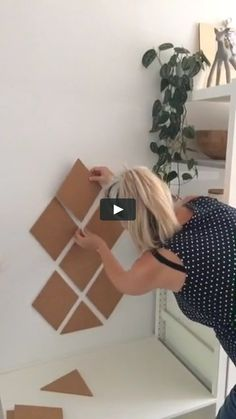 "This is ""Zelfklevend kurk ruit ophangen"" by Marlies ter Beek on Vimeo, the home for high quality videos and the people who love them. Cute Diy Room Decor, Diy Wall Decor, Diy Home Decor, Diy Crafts Hacks, Diy Home Crafts, Diy Wall Painting, Diy Wall Art, Cardboard Box Crafts, Cardboard Box Storage"