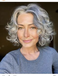 Grey Curly Hair, Curly Hair Cuts, Short Curly Hair, Wavy Hair, Curly Hair Styles, Pelo Color Plata, Grey Hair Inspiration, Short Hair Cuts For Women, Great Hair