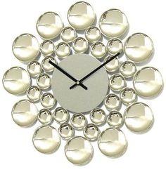 Dekoracyjny zegar naścienny  Bardzo piękny i efektowny design. Doskonałe prporcje i nieskazitelne wykonanie. Zegar świetnie sprawdzi się w każdym wnętrzu, w którym chemy połączyć funkcjonalność z dekoracyjnością.   Średnica : 40 cm  Zasilanie : 1x AA