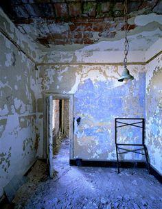 De peur que vienne l'oubli - Ellis Island by Lewis Wickes Hine & Stephen Wilkes Abandoned Buildings, Abandoned Places, Ellis Island, Island 2, Island Blue, Magic Places, Blue Rooms, Fine Art Gallery, Wabi Sabi