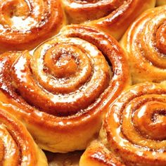 Prepare this delicious cinnamon roll recipe the night before and the start the day with a delicious sweet treat that will make your home smell like heaven.