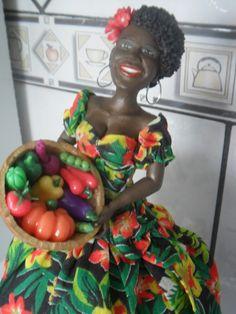 Adicionar legenda marciartesanatos: Bonecas de ca... African American Figurines, African American Dolls, African Dolls, African Art, Clay Crafts, Arts And Crafts, Plaster Crafts, Clay Fairy House, Quilted Coasters