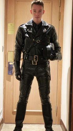 Fantasized About Men In Uniform Turns Me On Mens Leather Pants, Tight Leather Pants, Motorcycle Leather, Leather Jackets, Mens Biker Jacket, Bomber Jackets, Mode Masculine, Latex Men, Leder Outfits