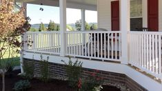 Railing built for durability, functionality, and cost efficiency: CXT Pro by #Deckorators. #composite railing that is stylish, customizable, and economical. #Lowmaintenance and quick to assemble.
